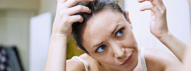 Vad är och varför får man torr hårbotten?